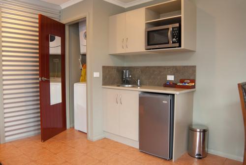 large_kitchenette_Laundry_facilities